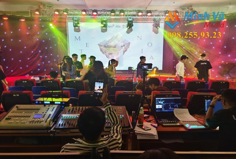Dàn âm thanh được kỹ thuật viên Minh Vũ Media hỗ trợ