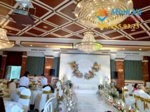 Bộ loa đài dành cho tiệc cưới trong nhà hàng