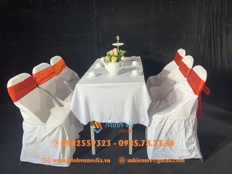 Hình ảnh cho thuê bàn ghế nơ đỏ
