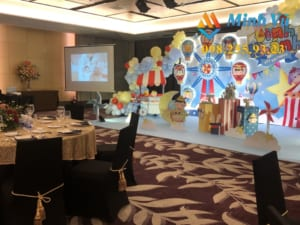 Trang trí sinh nhật cho bé với backdrop 3D và standee nhân vật hoạt hình